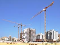 Двор здания жилищного строительства домов в новом районе города Holon в Израиле стоковые изображения rf