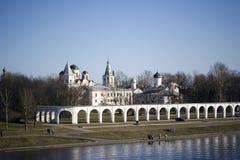 Двор и старый торговать Yaroslav выходят Veliky вышед на рынок на рынок Новгород Стоковое Изображение