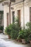 Двор и фасад многоквартирного дома Стоковые Изображения