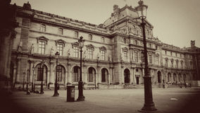 Двор Лувра в Sepia, Париж, Франция стоковые изображения rf