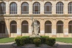 Двор монастыря монастыря Санта MarÃa de Hu стоковые фотографии rf