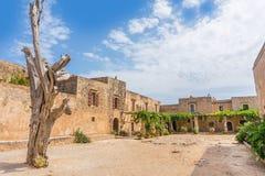 Двор монастыря Arkadi внутренний на Крите, Греции Стоковые Фото