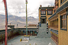 Двор на Thicksey Gonpa стоковые фотографии rf