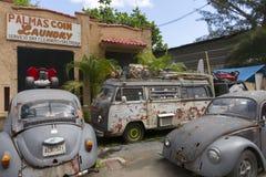 Двор старья с старыми автомобилями Фольксвагена Стоковые Фотографии RF