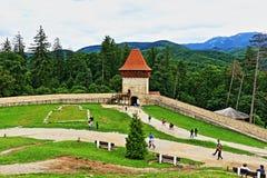 Двор Трансильвания Румыния крепости Râșnov стоковая фотография rf