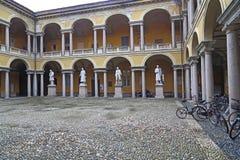 Двор университета в Павии, Италии стоковое фото