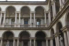 Двор Accademia di Brera в центре милана стоковые изображения