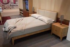 Двуспальная кровать на дисплее на HOMI, выставке дома международной в милане, Италии Стоковое Изображение RF