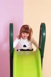 Двухклассная девушка играя и уча в preschool Стоковая Фотография RF