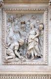 Девичий virgo показывая Agrippa весну на фонтане Trevi в Риме Стоковое Фото
