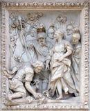 Девичий virgo показывая Agrippa весну на фонтане Trevi в Риме Стоковые Фотографии RF