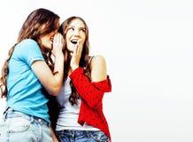 2 девочка-подростка лучших другов совместно имея потеху, представляя emoti Стоковое фото RF