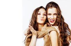 2 девочка-подростка лучших другов совместно имея потеху, представляя emoti Стоковые Изображения RF
