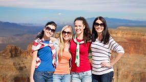 Девочка-подростки или молодые женщины над гранд-каньоном Стоковое фото RF