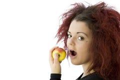 Девочка-подросток есть яблоко Стоковые Изображения