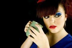 Девочка-подросток с питьем Стоковые Изображения