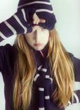 Девочка-подростки наслаждаясь зимой Стоковое фото RF