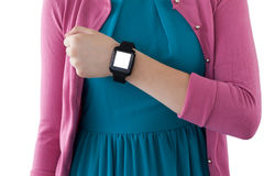 Девочка-подросток показывая ей smartwatch Стоковые Фото