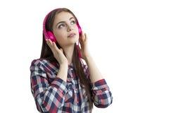 Девочка-подросток при розовые изолированные наушники, Стоковое Изображение