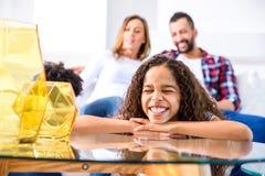 Девочка-подросток с ее семьей Стоковая Фотография