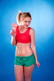 Девочка-подросток с леденцом на палочке Стоковые Фотографии RF