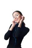 Девочка-подросток с наушниками слушая к музыке Стоковые Фото
