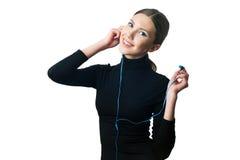 Девочка-подросток с наушниками слушая к музыке Стоковые Изображения RF