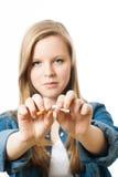 Девочка-подросток с сигаретой стоковая фотография