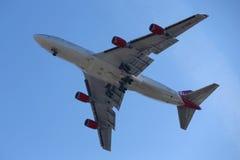 Девственница атлантический Боинг 747 в небе ` s Нью-Йорка перед приземляться на авиапорт JFK Стоковая Фотография