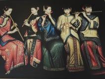 5 девушек используя каннелюру стоковое фото