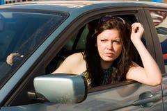 девушка автомобиля счастливая ее новые езды Стоковые Изображения RF