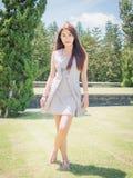 Девушка Азии в саде стоковое изображение rf