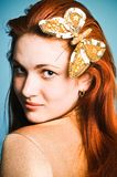 девушка бабочки золотистая Стоковое Фото