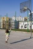 девушка баскетбола меньшяя игра Стоковые Фото