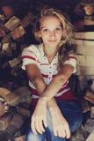 Девушка, белокурая в деревне стоковая фотография rf