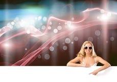 Девушка бикини с знаменем стоковое фото rf
