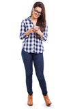 Девушка битника используя smartphone Стоковые Изображения