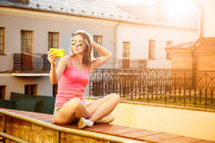 Девушка битника принимая Selfie Outdoors Стоковые Изображения RF