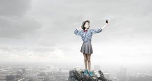 Девушка битника с photocamera стоковое фото
