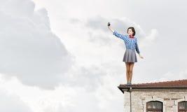Девушка битника с photocamera стоковая фотография