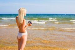 девушка блондинкы пляжа Стоковое Фото