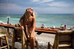 девушка блондинкы штанги Стоковое Фото