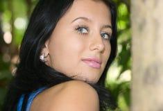 девушка брюнет кавказская милая Стоковая Фотография