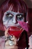 Девушка вампира с стеклом красного питья крови Стоковая Фотография RF