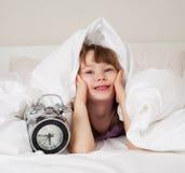 девушка вверх просыпает Стоковые Изображения RF
