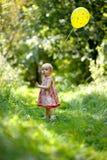 девушка воздушного шара младенца немногая желтый цвет Стоковые Фотографии RF