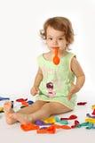 девушка воздушных шаров надувает немногую Стоковые Изображения RF