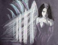 Девушка во дворце пробует спрятать и выбыть, свет в зазорах столбцов на лоджии стоковые фото