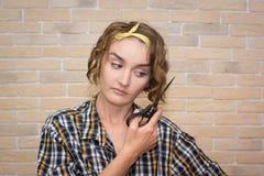 Девушка волосы отрезков Стоковое Фото