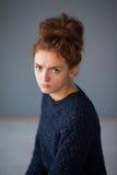 Девушка волос имбиря портрета надоел стоковая фотография rf